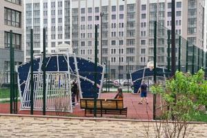 Спортивные площадки и оборудование