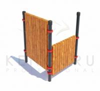 Комплекс состоит из трех вертикальных опорных столбов